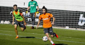 Fran Pérez eleva a cinco el número de canteranos que debutan este verano con el primer equipo del Valencia CF