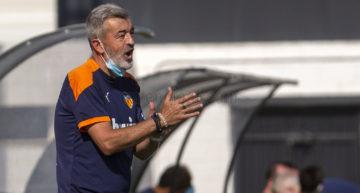 Formar jugadores y mejorar prestaciones, objetivos esta temporada del Mestalla de Óscar Fernández