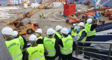Gomar y el resto de patronos de la Fundación Cent Anys visitaron las obras del Ciutat de València