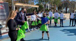 Visita solidaria de jugadores y jugadoras de la Selecció Valenciana a la Asociación Periferia