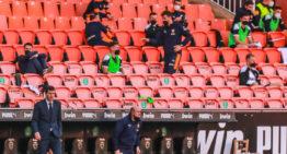 'Ventajas' de la ausencia de público en el fútbol: más liderazgo del entrenador y más acierto del árbitro