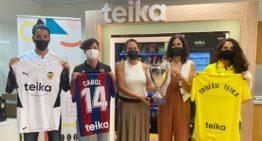 Teika presenta el primer trofeo de fútbol con los 3 equipos valencianos de Liga Ellas