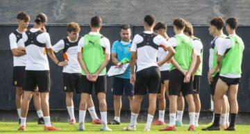 José Luis Bravo y su juvenil B del Valencia CF ya conocen a los rivales de esta temporada
