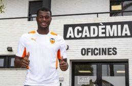 Lassina Sangaré ya habla como nuevo centrocampista del Valencia Mestalla