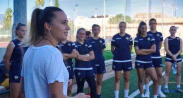 La diputada de Deportes Tania Baños visita el entrenamiento del CD Castellón Femenino