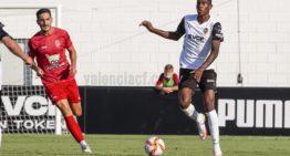 Cristhian Mosquera aprovecha la oportunidad y se asienta en el once del Valencia Mestalla