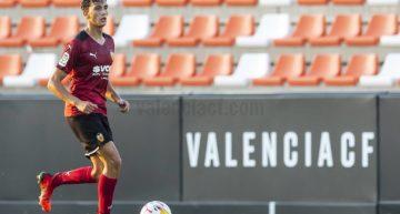Rubén Iranzo, central del Valencia Mestalla valora su convocatoria con la sub-19 y la presencia de compañeros en otras categorías
