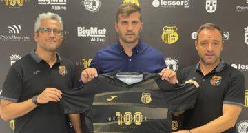 El Torrent CF tira de experiencia: su director deportivo Toni Jareño pasa a dirigir al primer equipo