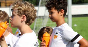 El Valencia CF celebra un campus en Bélgica y Países Bajos con mucho éxito